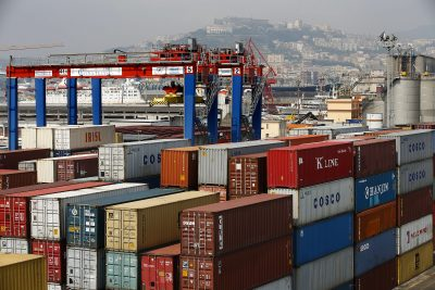 Containers are seen at Naples harbour, 13 July 2013 (Photo: Reuters/Tony Gentile).