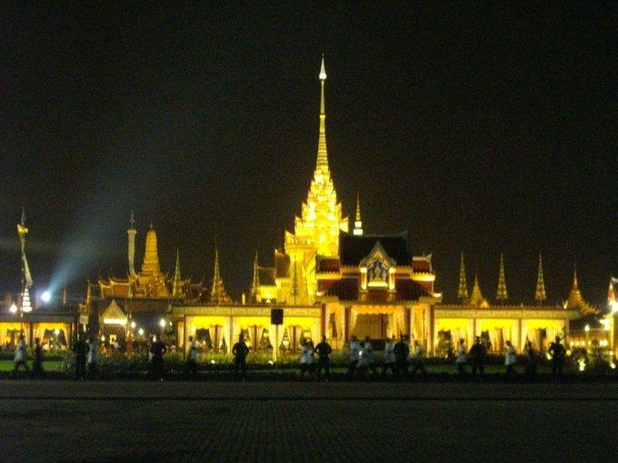 the_royal_crematorium_of_princess_galyani_at_sanam_luang_at_night