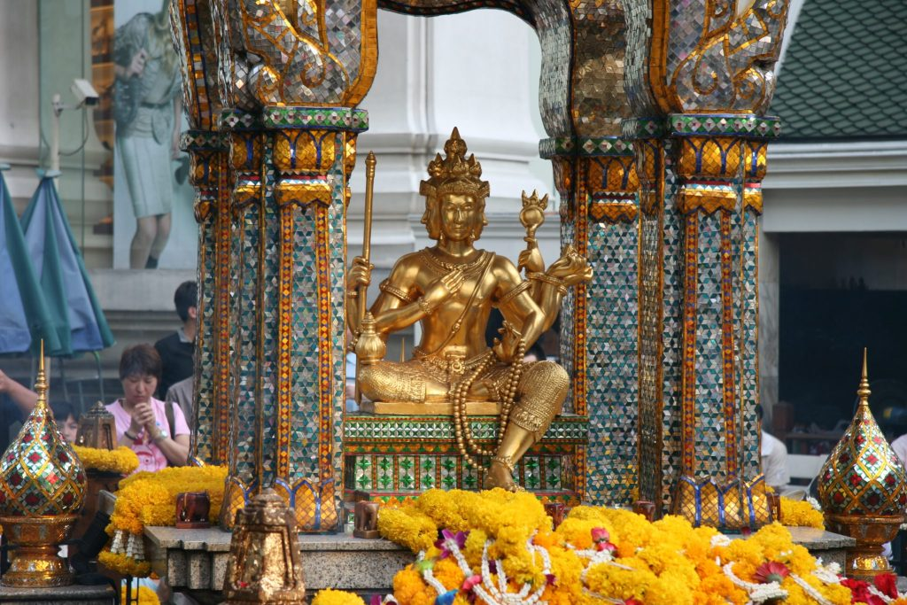 Bangkok Ratchaprasong Pray at The Erawan Shrine (Phra Phrom)