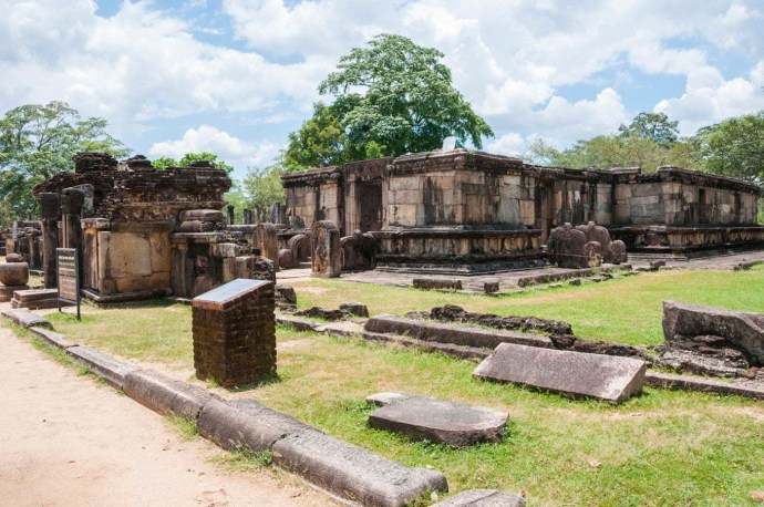 quadrangle hatadage - polonnaruwa - sri lanka