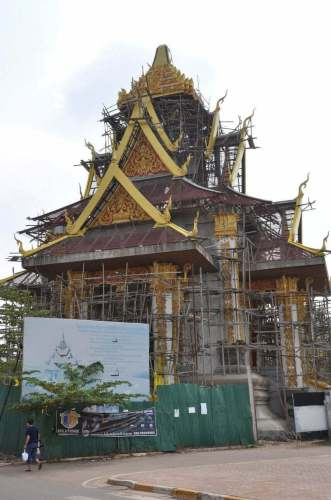 Construction d'un « City Pillar Shrine » ce qui se traduit littéralement par Pilier Sacré de la Ville (le sens premier de Shrine étant sanctuaire) comme il existe aussi à Bangkok. Comme son nom l'indique son but est d'offrir une protection (plutôt spirituelle) à la ville.