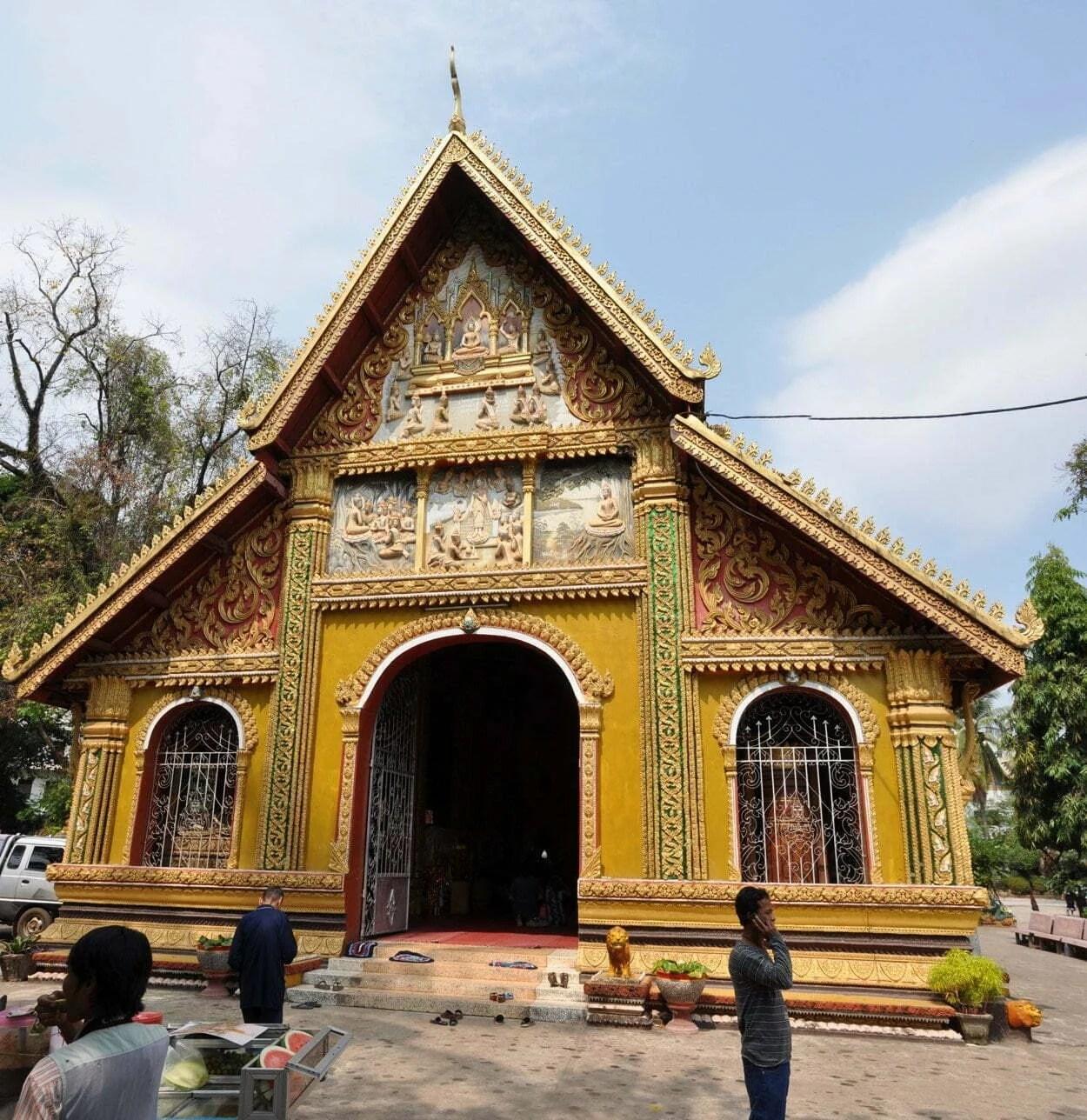 façade Wat Si Muang Vientiane Laos