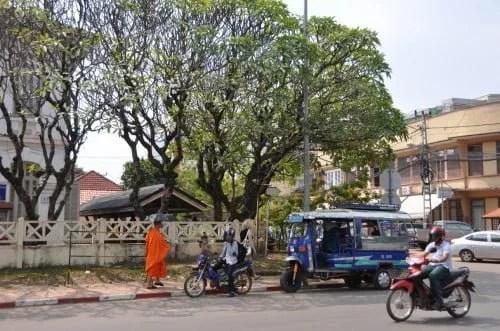 Ambiance de rue à Vientiane.