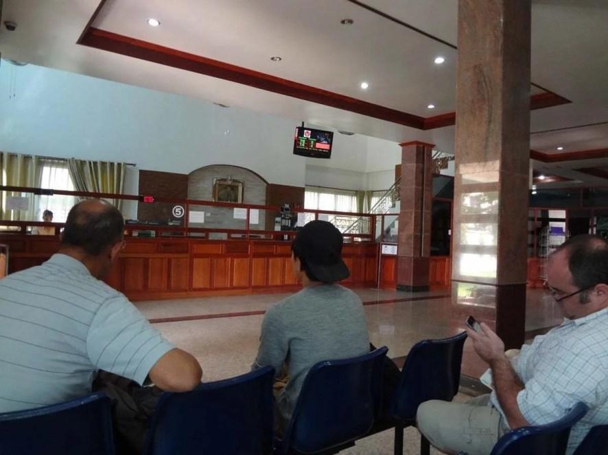 salle d'attente pour le visa à l'ambassade thai à vientiane