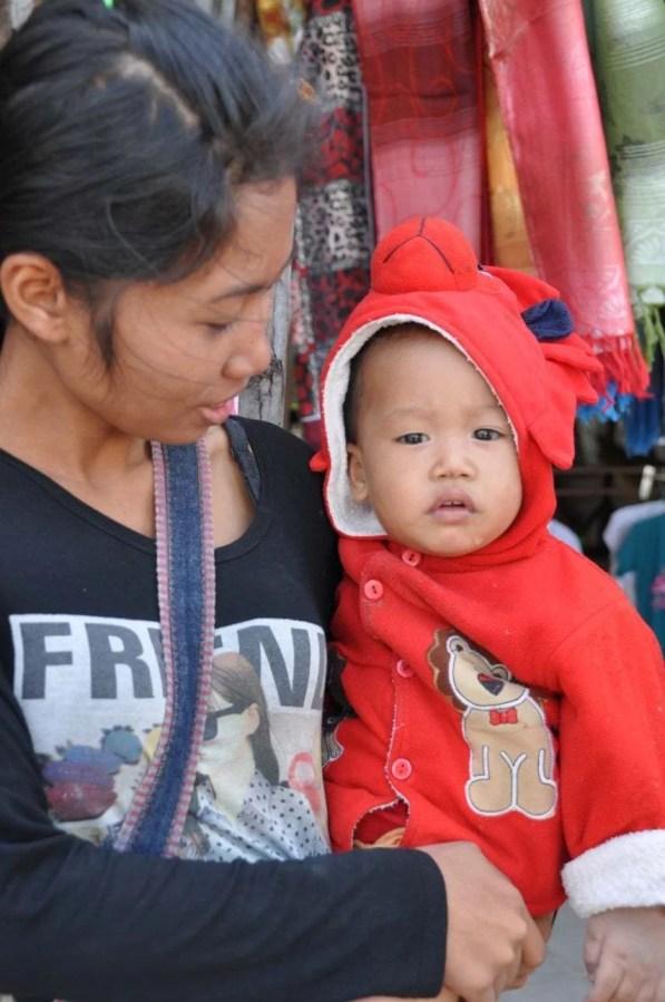 Frontiere Thailande-Laos Marché de Chong Mek pres Khong Chiam