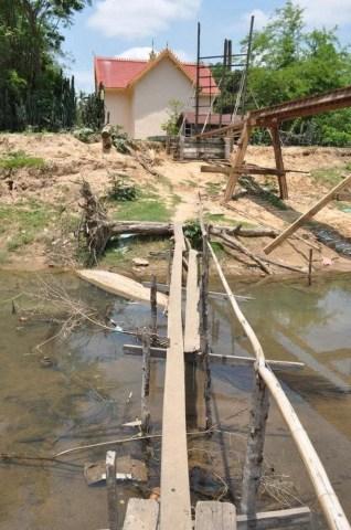 temple villlage thakhek laos