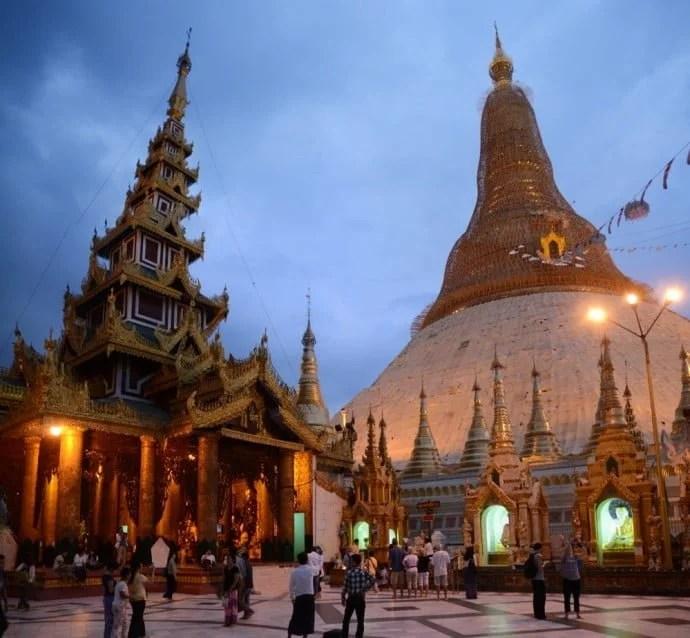 pagode de shwedagon à yangon au myanmar
