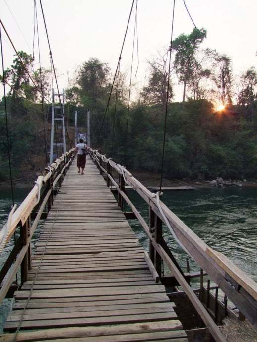 pont suspendu sai yok national park