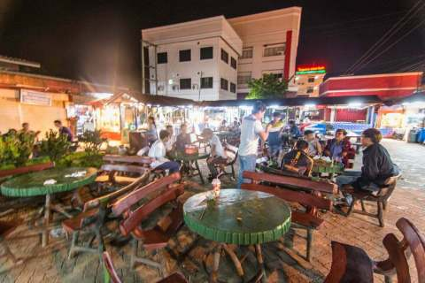 marché nuit Luang Namtha