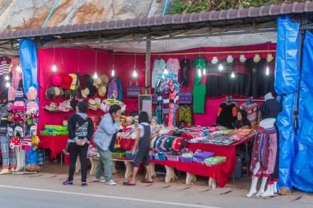 marché au village du phu chi fah