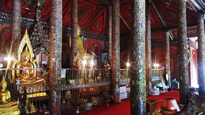 interieur wat si rongmuang lampang thailande