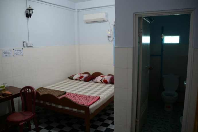 chambre-day-to-day-guesthouse-pathein-birmanie