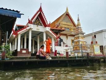 temple bord canal autour de lat mayom