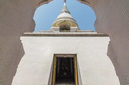 chedi sommet wat phra that pha-ngao - chiang saen - thailande
