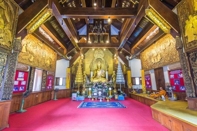 intérieur temple wat phra that pha-ngao - chiang saen - thailande