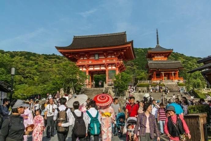 au pied du temple kiyomizu dera