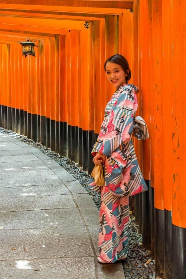 portrait demoiselle kimono fushimi inari taisha - kyoto