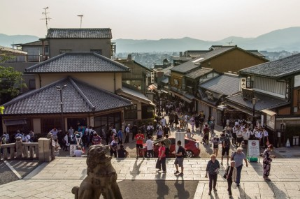 devant temple kiyomizu dera - kyoto