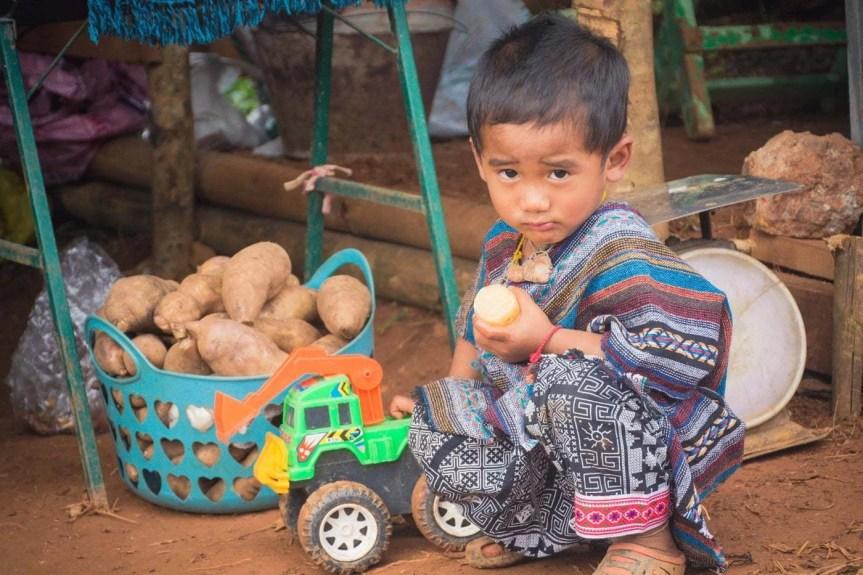 enfant tribu montange doi ang khang - thailande