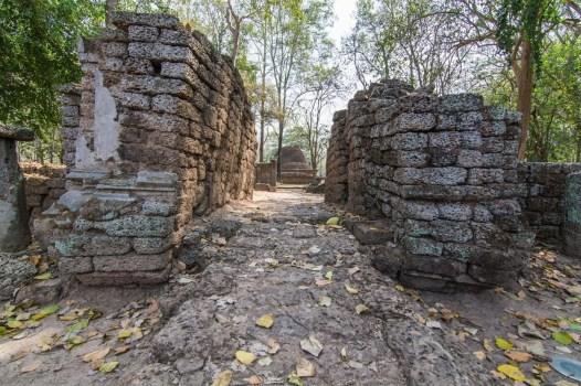 parc historique si satchanalai - wat chedi chet thaeo