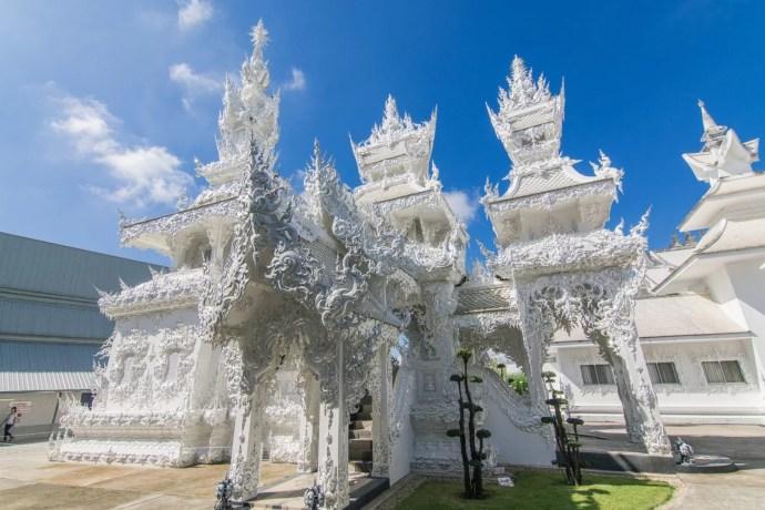 autre structure temple blanc wat rong khun chiang rai