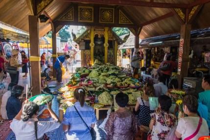fleurs wat phra that doi kham - chiang mai
