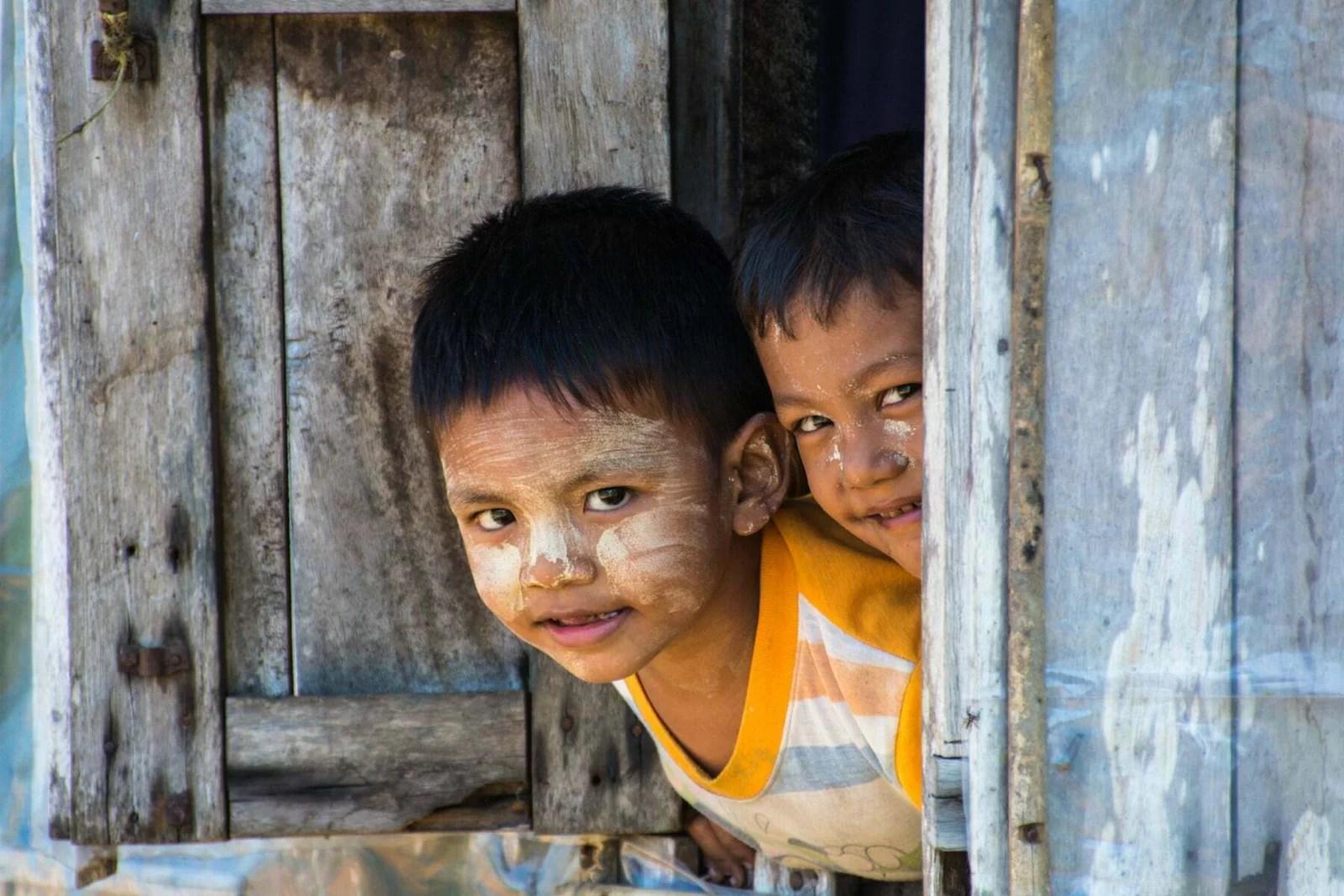 enfants espiègles birmanie