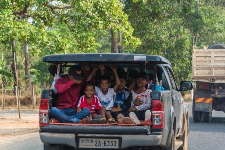 pickup bien rempli sur les routes du Cambodge