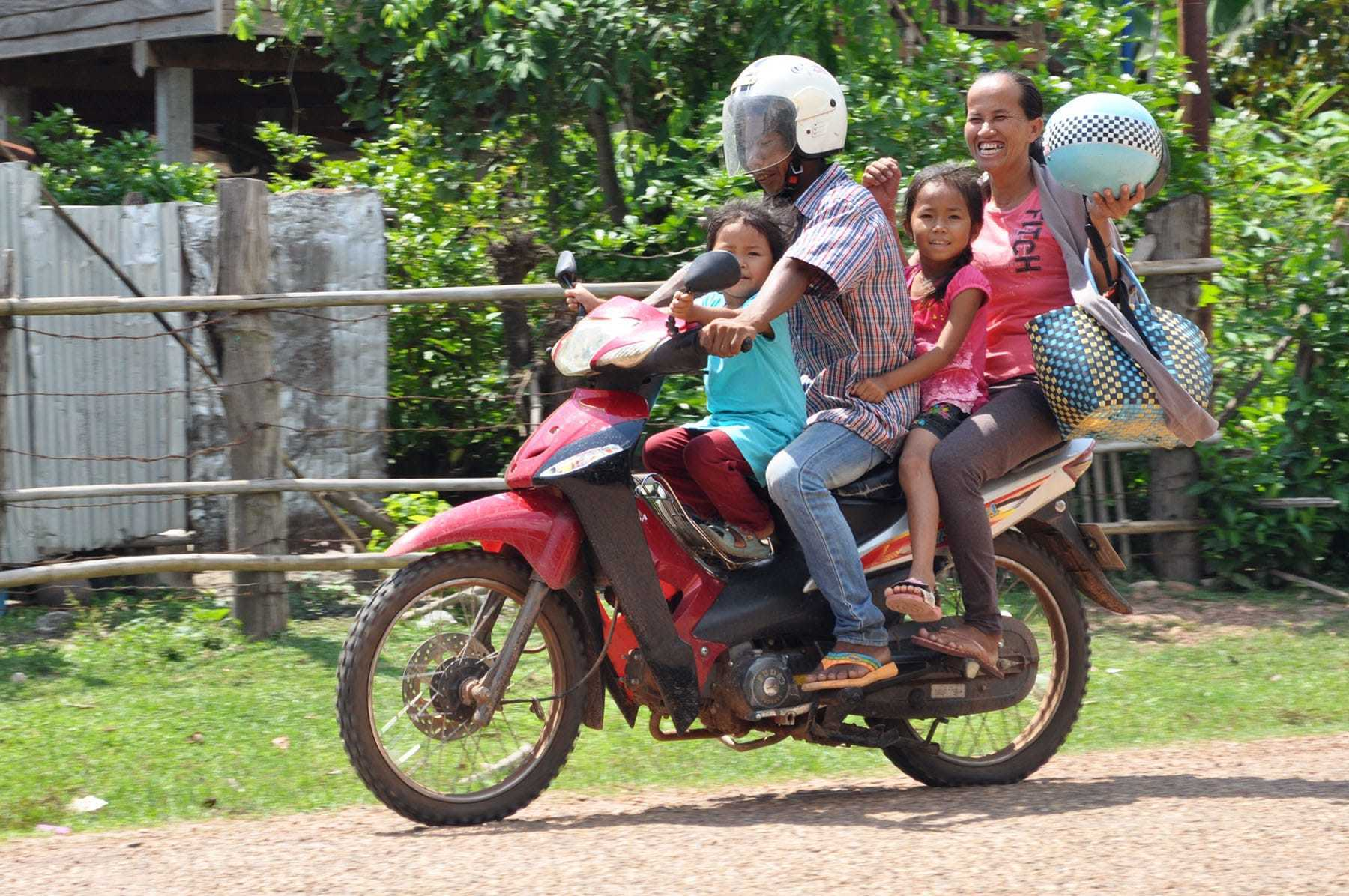 famille moto campagne laos