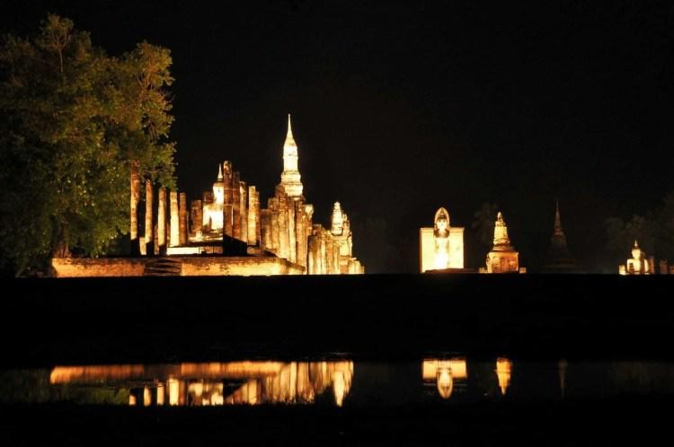 parc historique sukhothai de nuit - thailande
