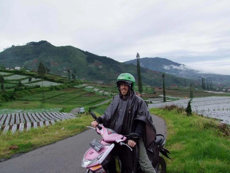 scooter dieng plateau indonesie