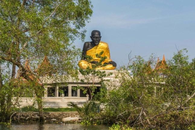 tour bateau amphawa statue moine