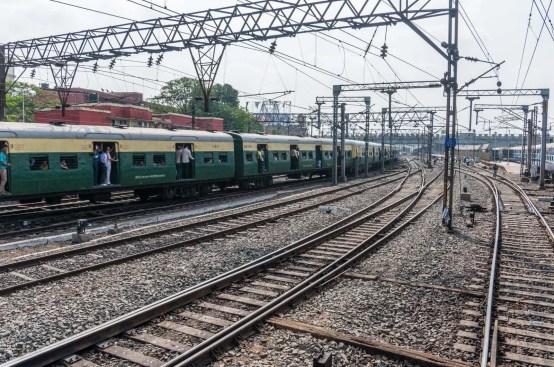 train partant kolkata gaya inde