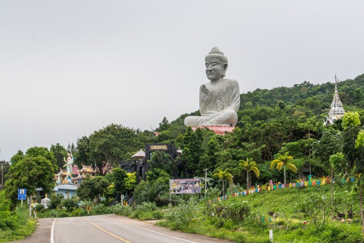 wat kaeo prasert chumphon thailande