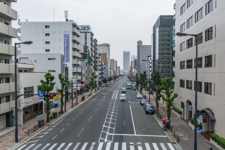 rue vide osaka japon