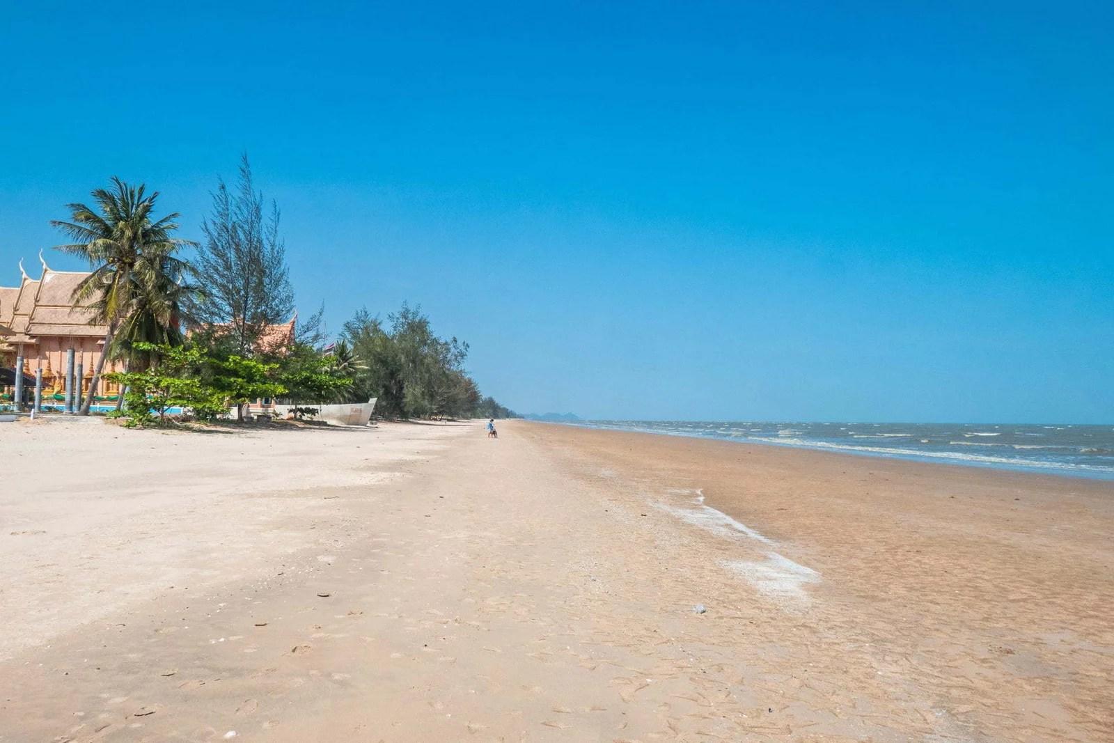 plage deserte bonok - province prachuap khiri khan