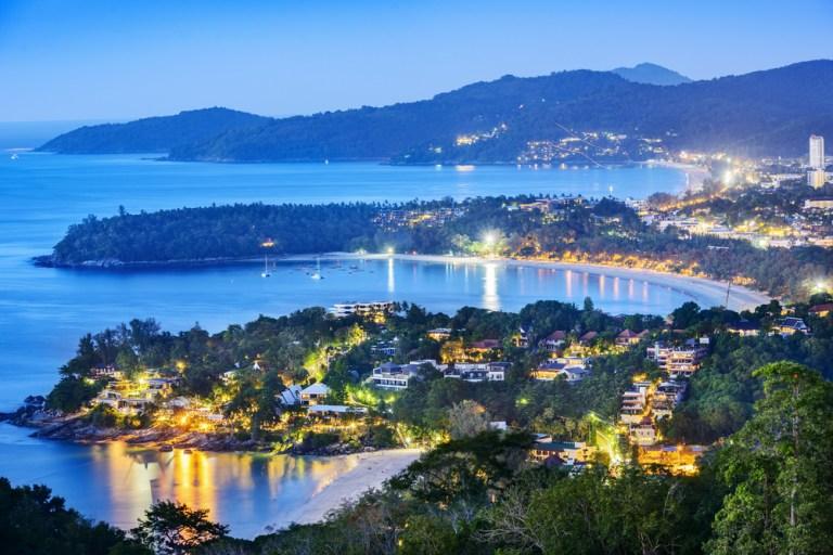 Phuket accueillera les visiteurs vaccinés sans quarantaine d'ici octobre