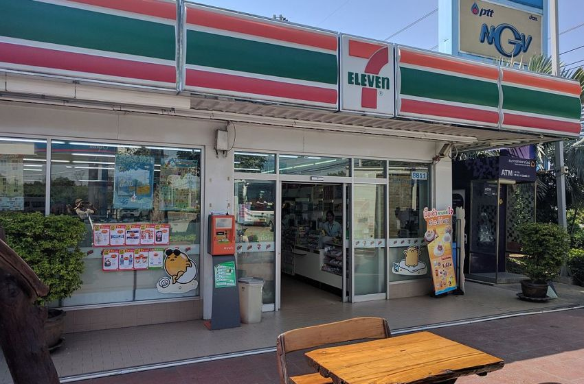 Russian woman slashes her throat in suicide attempt at Patong 7-Eleven