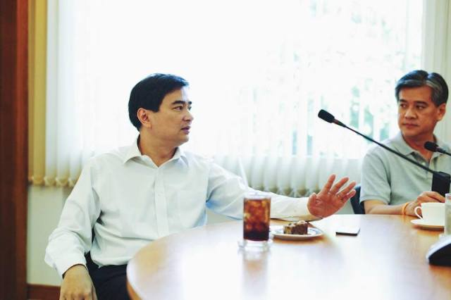 Abhisit blames Yingluck government for politicizing the 2010 anti-red crackdown case