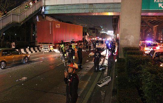 Accident at Bangkok-Rangsit expressway