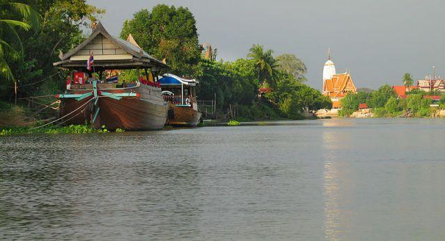 Ayutthaya temple fire damages ancient Buddha statue