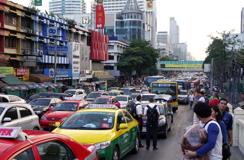Cars, taxis and buses in Bangkok
