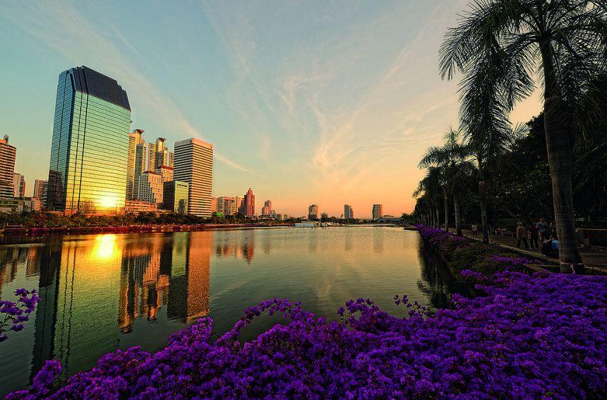 Bangkokians return to public parks as Bangkok eases Coronavirus restrictions