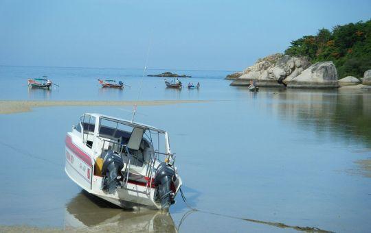 Boats on Koh Tao beach