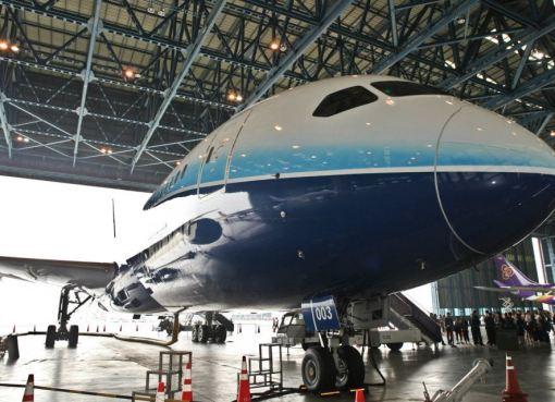 THAI's Boeing 787 Dreamliner arrives in Bangkok