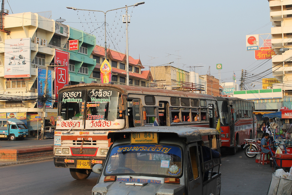 Buses and traffic in Ayutthaya