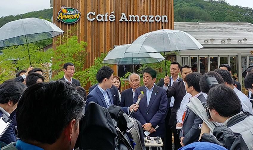 Prime Minister of Japan Shinzō Abe at Cafe Amazon