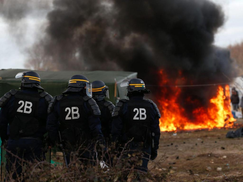 Calais Jungle demolitions
