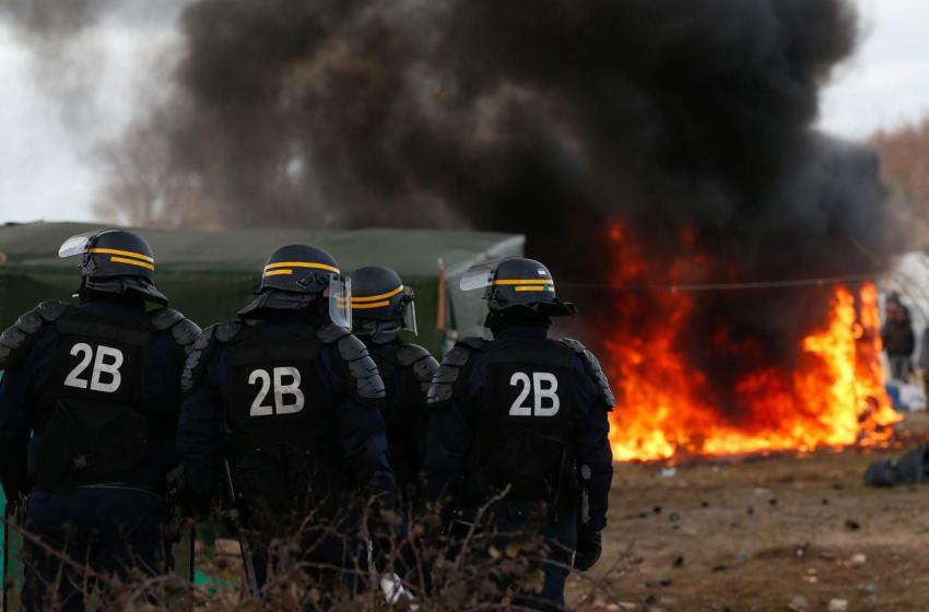 French Police 'Use Beatings, Tear Gas, Confiscation' against Calais Refugees