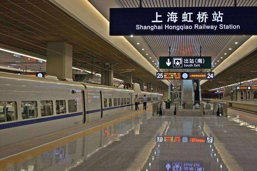 Shanghai Hongqiao Railway Station platform